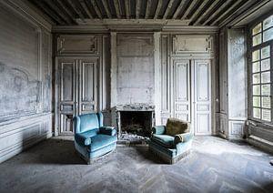 Twee blauwe stoelen van