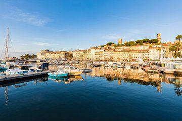 Oude stad Le Suquet in Cannes aan de Côte d'Azur van Werner Dieterich