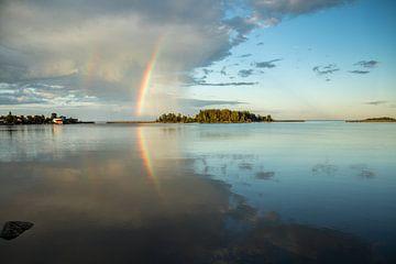 Regenboog landschap Zweden van Evelien van der Horst