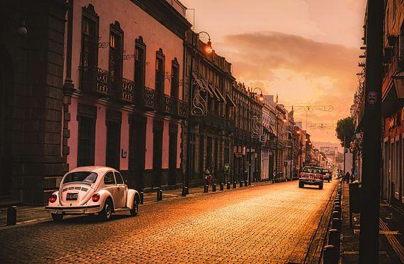 VW Kever in de straten van Puebla van Joris Pannemans - Loris Photography