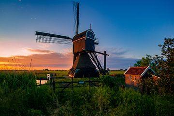 Nederlandse landschap met windmolen van Björn van den Berg