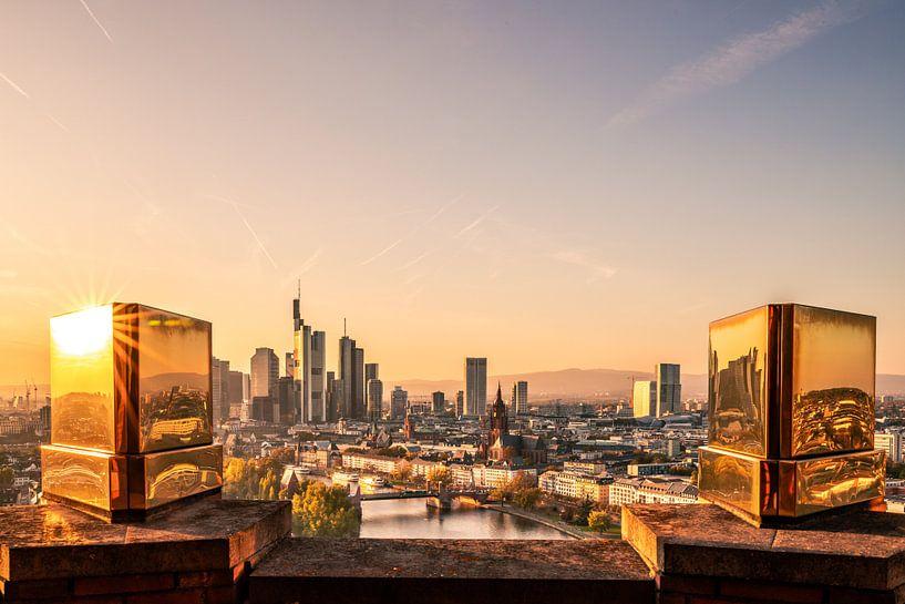Frankfurt am main von oben mit goldenen Zinnen im Vordergrund von Fotos by Jan Wehnert