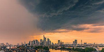 Regenbuien naderen Frankfurts am Main