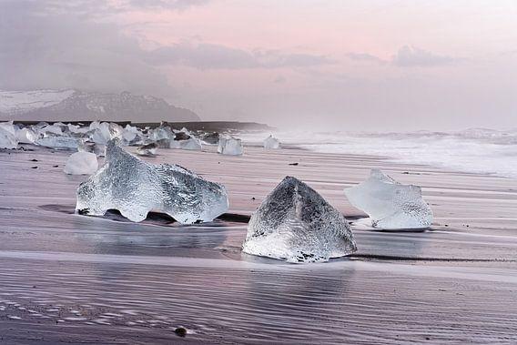 Morgenlicht am schwarzen Eisstrand