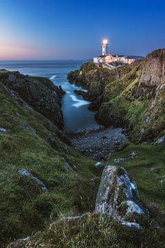 Fanad Head Leuchtturm in Irland bei Nacht von Jean Claude Castor