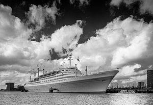 Tender bij de SS Rotterdam in de Maashaven
