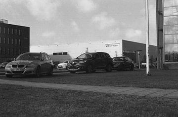 Geparkeerde auto's ergens in Almere sur Melvin Meijer