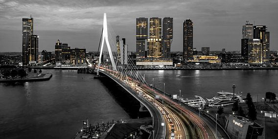 Skyline Rotterdam by Night  - Rotterdams Finest !   van Sylvester Lobé