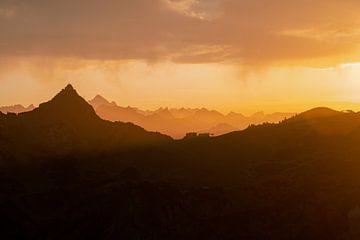 Bergsilhouet boven de Füssener Jöchle van Leo Schindzielorz