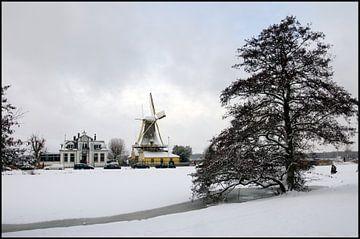 Niederländische Windmühle im Winter