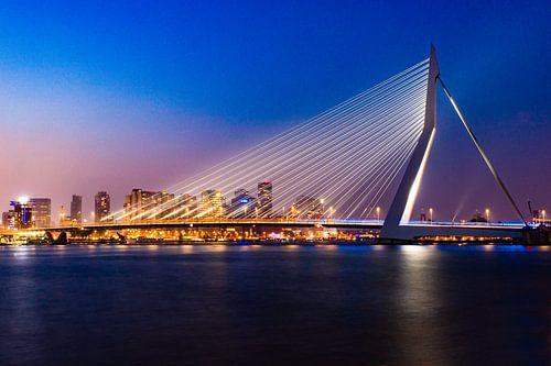 Erasmus Bridge by night Rotterdam von Bri Fotografie