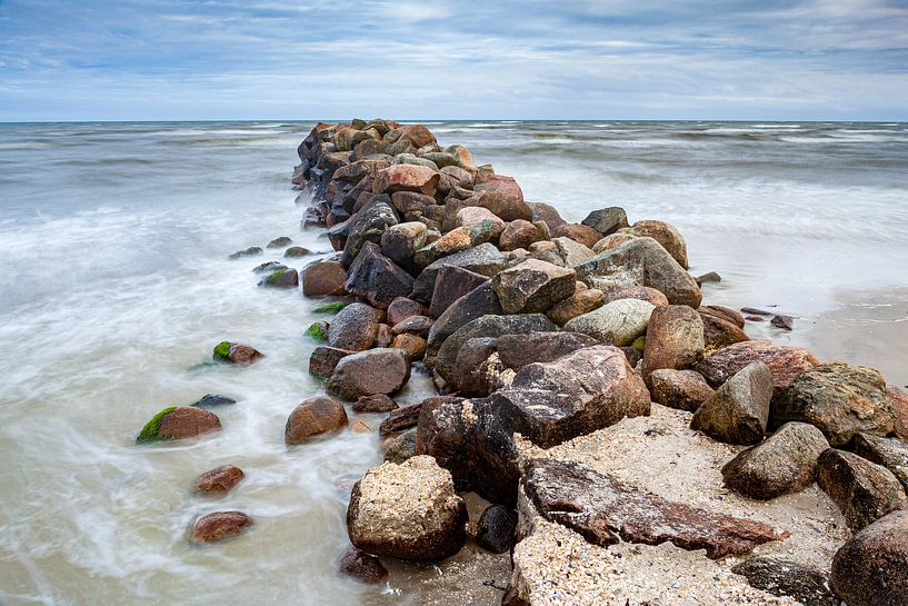 Golfbreker op Säby Strand in Denemarken van Evert Jan Luchies