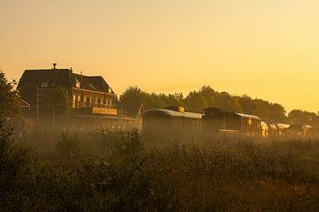 Zonsopkomst boven Station Simpelveld von John Kreukniet