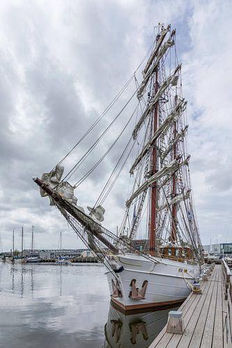 Twee-Master in de haven (NL) van Mart Houtman