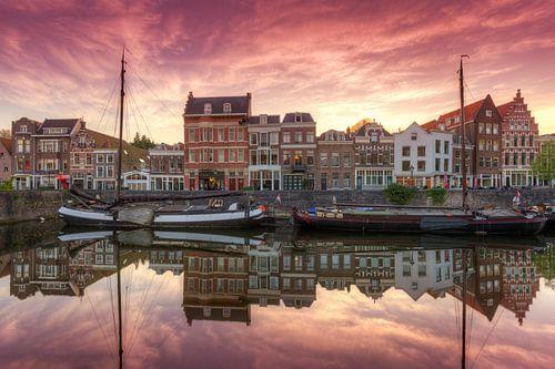 Het schilderachtige Delfshaven Rotterdam na zonsonderganggang van