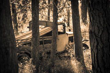 Vrachtwagen in sepia tone van Pascal Raymond Dorland