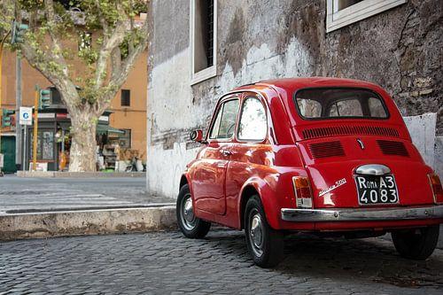 Petite voiture rouge sur E Jansen