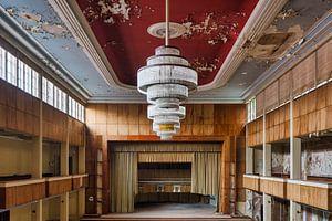 foto van een verlaten ballroom ( urbex ) van