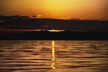 Sonnenuntergang am See von Mike Ahrens