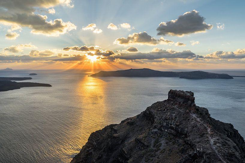 Strahlender Sonnenuntergang auf der Vulkaninsel Santorini von Ralf Lehmann