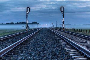 Treinrails in de mist