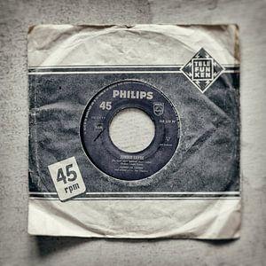 """45 toeren single met de titel """"Zonder Liefde"""" in een Telefunken hoes"""