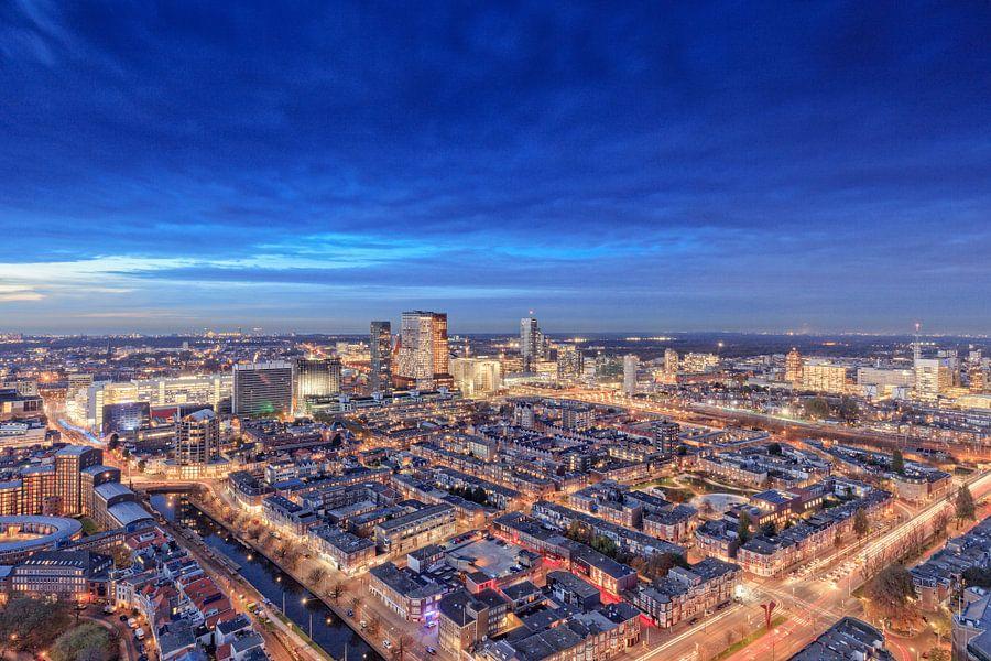 avond valt over Den Haag van gaps photography