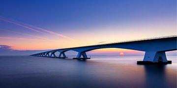 Zeeland-Brücke bei Sonnenaufgang, Niederlande von Adelheid Smitt