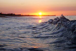 Golven bij zonsopkomst van