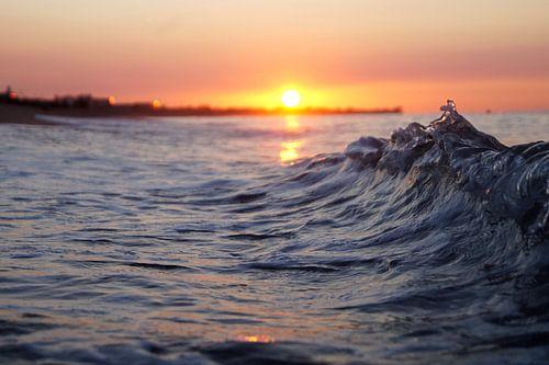 Waves at sunrise von angela de baat