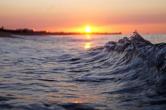 Golven bij zonsopkomst