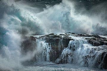 Golven in de baai van Gjógv von Nando Harmsen