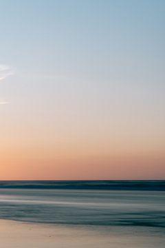 Long exposure foto van het strand van Midsland aan zee || Natuurfotografie van Waddeneiland Terschel van Manon Galama