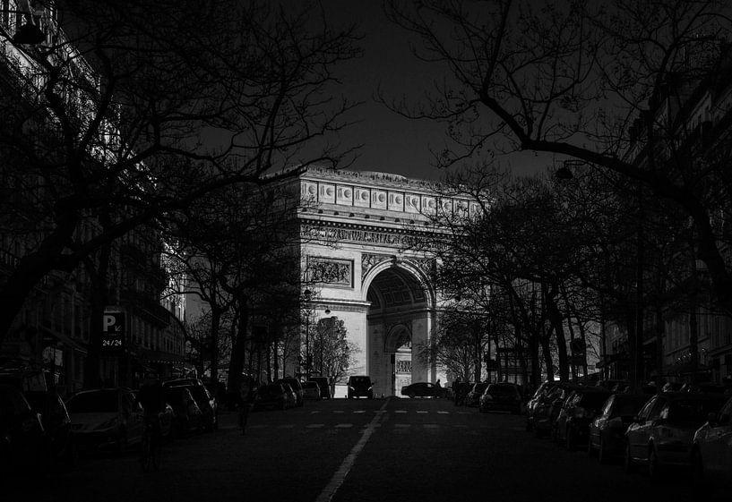 Parijs, Arc de Triomphe bij zonsondergang. van Maurits van Hout