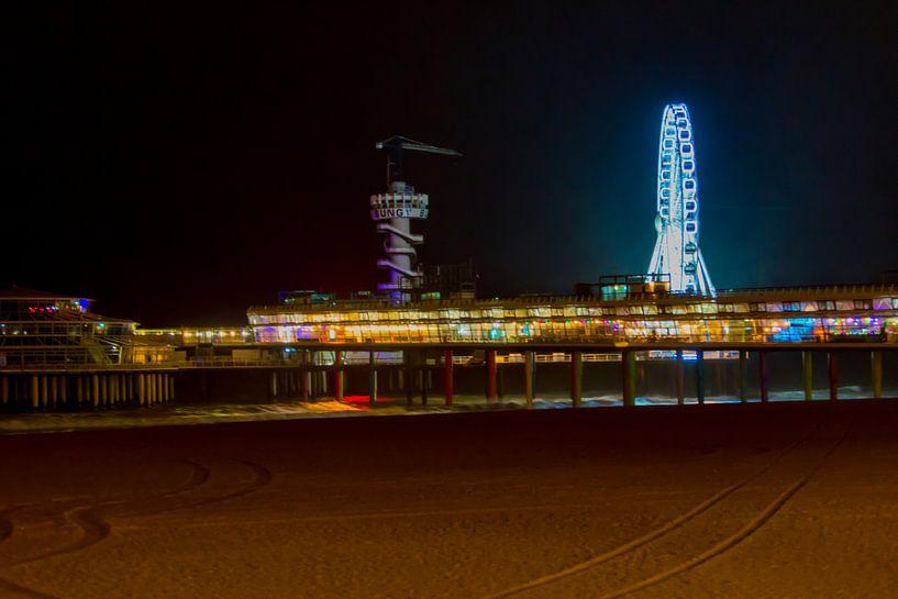 Pier van Scheveningen bij nacht van Brian Morgan