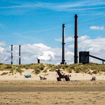 Strand en industrie sur Peter Bouwknegt