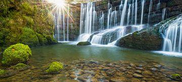 Sonnenaufgang am Wasserfall von Denis Feiner