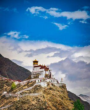 Tibetanischen Kloster auf einem Berg in Nedong, Tibet von Rietje Bulthuis