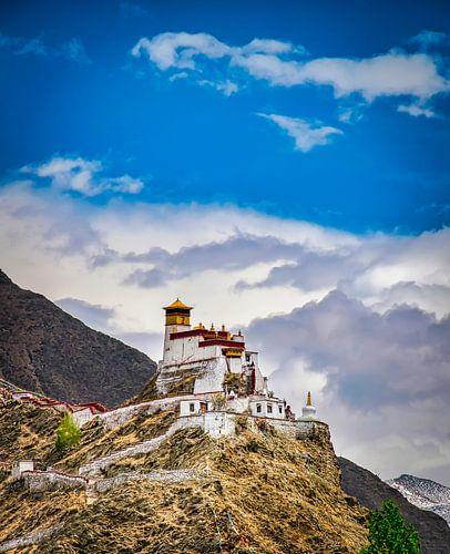 Tibetaans klooster op een berg bij Nedong, Tibet