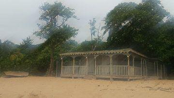 Abandoned beach house in Guadeloupe van Daniel Chambers