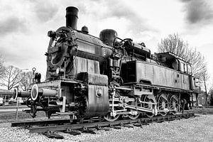 Oude Pruisische Locomotief in Gennep (zwart-wit)