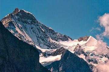 Verschneite Gipfel der Jungfrau & Silberhorn von Steven Van Aerschot
