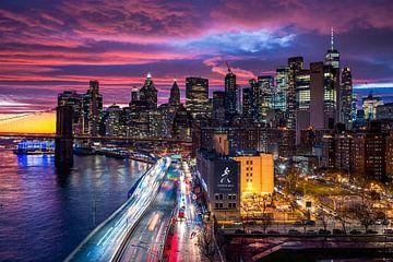 Dramatische hemel boven Manhattan, New York City... van Sascha Kilmer