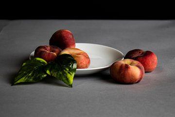 Schöne Pfirsiche mit schönem Kontrast
