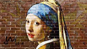 Meisje met de parel - muurschildering graffiti  donker van Lia Morcus