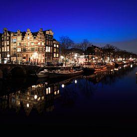 Grachten van Amsterdam in panorama in de nacht van iPics Photography