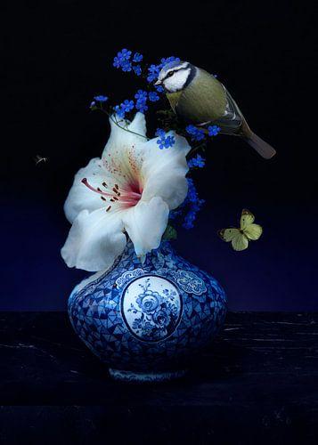 Royal Pimpelmees met Delfst blauw vaas van Sander Van Laar
