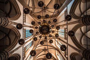 Kroonluchter in de Grote Kerk of Onze-Lieve-Vrouwekerk Dordrecht van Danny van der Waal