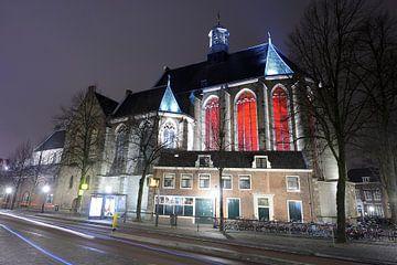 Janskerk in Utrecht met Trajectum Lumen kunstwerk sur Donker Utrecht