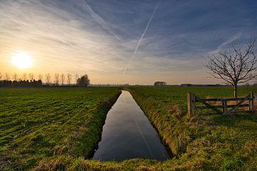 Abendlicht über dem Strom von Verrassend Brabant
